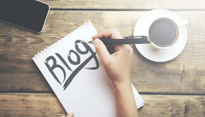 blogging digeetalife 700x400 - Six (06) choses que vous gagnez à devenir blogueur.